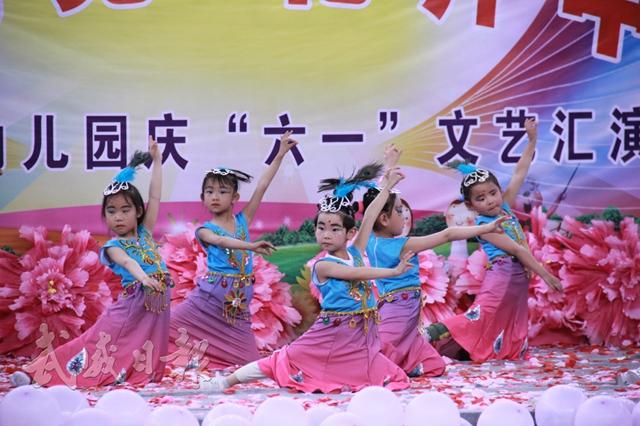 """天祝县好孩子幼儿园举行以""""童心向党·花开中国""""为主题的庆""""六一""""活动.jpg"""